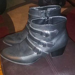 XOXO Shoes - Black boots